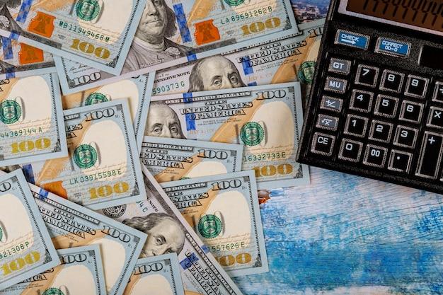 Buchhaltungsberechnungskostenwirtschaftsrechner und 100 dollar