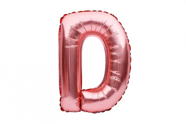 Buchstabe d aus roségoldenem aufblasbarem heliumballon, isoliert auf weiß. goldrosa folienballonschriftteil des vollständigen alphabetsatzes der großbuchstaben.