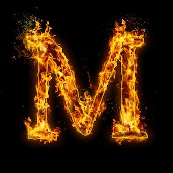Buchstabe m. feuerflammen auf schwarz