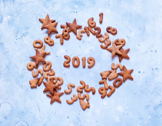 Buchstaben 2019 lebkuchenplätzchen der frohen weihnachten