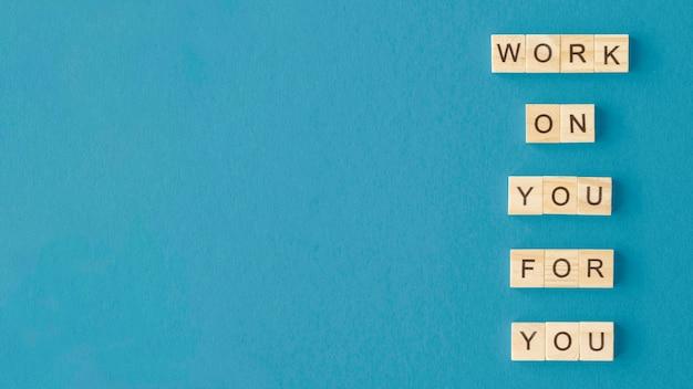 Buchstabenwürfelanordnung mit kopierraum