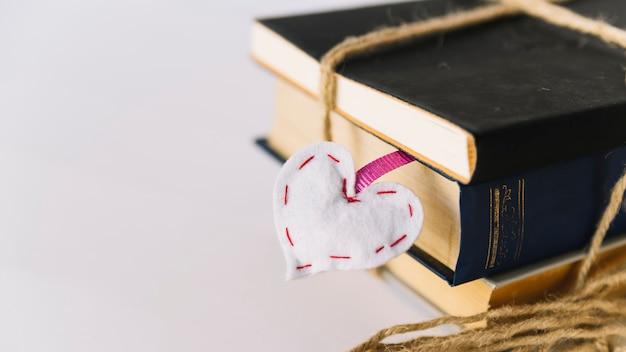 Buchstapel mit lesezeichen
