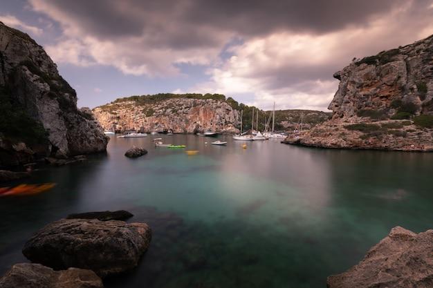 Bucht in der menorca insel, spanien.