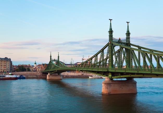 Budapester freiheitsbrücke über die donau