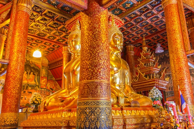 Buddha-bild in der kirche von wat phumin, nan, thailand