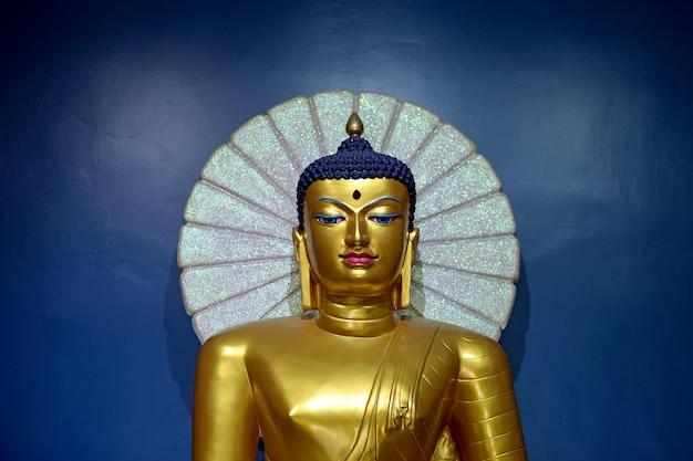 Buddha gold im tempel