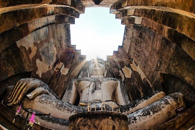 Buddha im sukhothai histrory park aus thailand