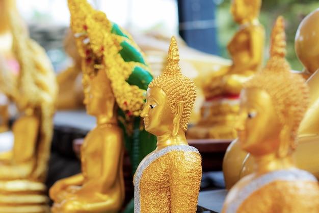 Buddha im tempel von thailand.