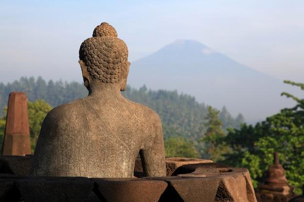 Buddha-statue am borobudur-tempel