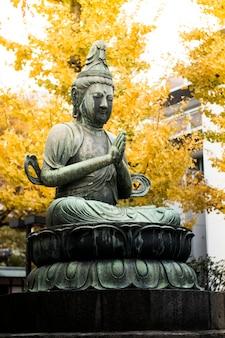 Buddha-statue im asakusa tempel tokyo, japan