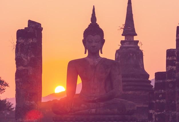 Buddha-statue im buddhistischen tempel