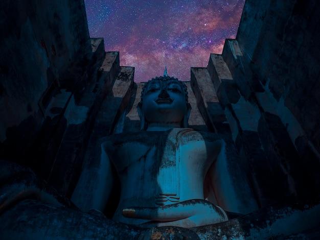 Buddha-statuen an alter hauptstadt wat mahathats von sukhothai