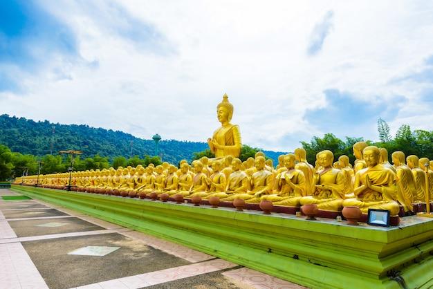 Buddhistischer gedenkpark makha bucha