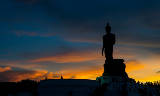 Buddhistischer park im phutthamonthon bezirk, buddha monthon. nakhon pathom provinz von thailand