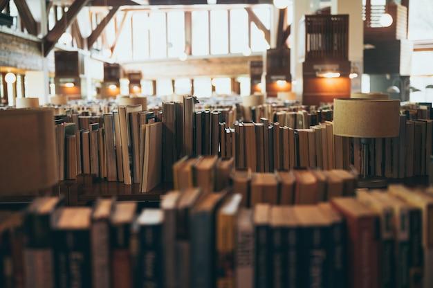 Bücher in großen öffentlichen bibliotheken für die öffentlichkeit