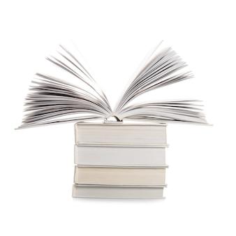 Bücher isoliert auf weißem hintergrund, bildungskonzept