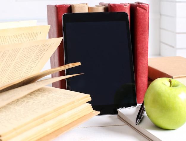 Bücher mit tablet