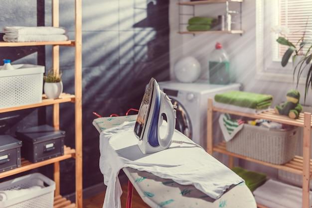 Bügeln in der waschküche
