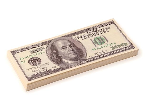 Bündel dollar auf weißem hintergrund. investitionen und geschäft. banking-konzept. kredit und bankgeschäfte.