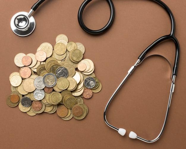 Bündel münzen anordnung mit einem stethoskop