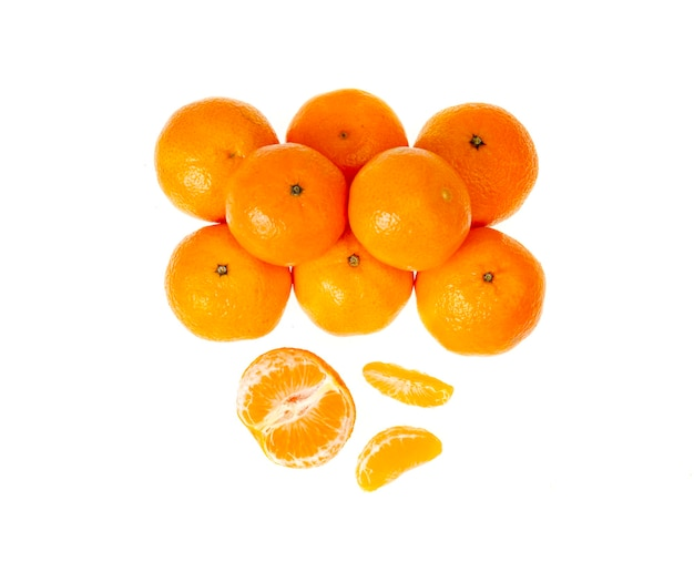 Bündel reifer orange clementinen isoliert