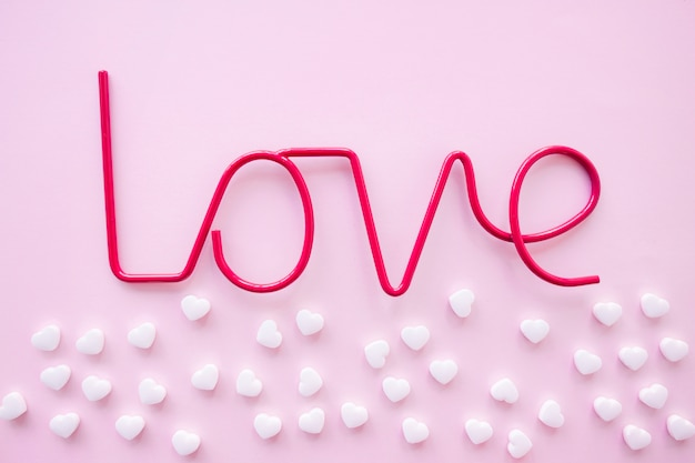 Bündel süßigkeiten nahe liebesschreiben