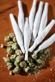 Bündel von gelenken, thc und cbd, marihuana