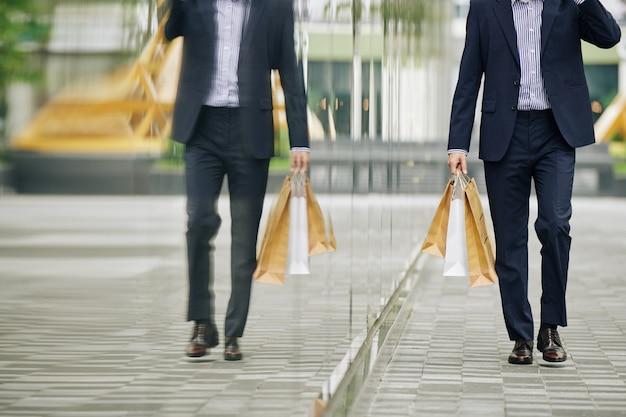Bürger mit einkaufstasche