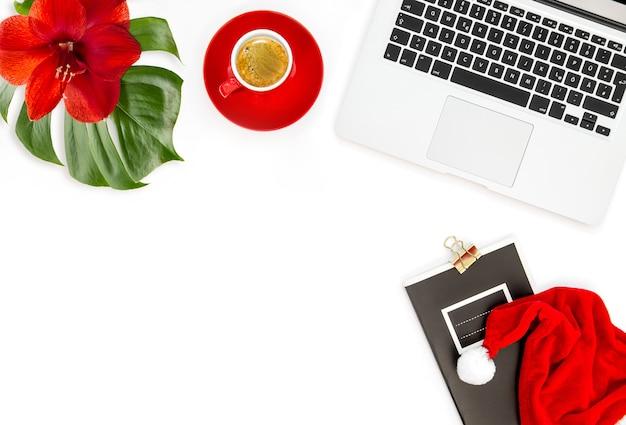 Büroarbeitsplatz weihnachtsdekoration