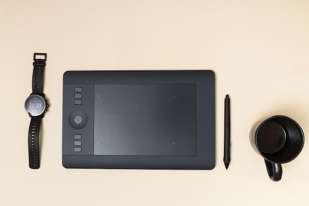 Bürodesktop mit einem grafiktablett