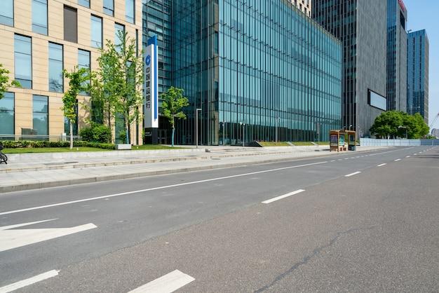 Bürogebäude der autobahn und des finanzzentrums in ningbo, china