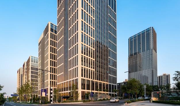 Bürogebäude mit moderner architektur im finanzviertel jinan
