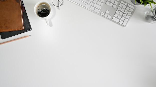 Büroschreibtisch-computertastatur