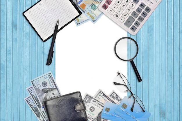 Bürowohnungskomposition mit taschenrechner, adressbuch und anderen büroartikeln