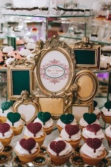Buffet-tisch mit desserts