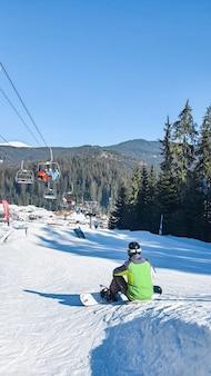 Bukovel, 23. februar 2021: winterskigebiet skifahren und snowboarden