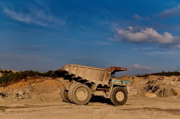 Bulldozer auf baustellenarbeitsindustrie