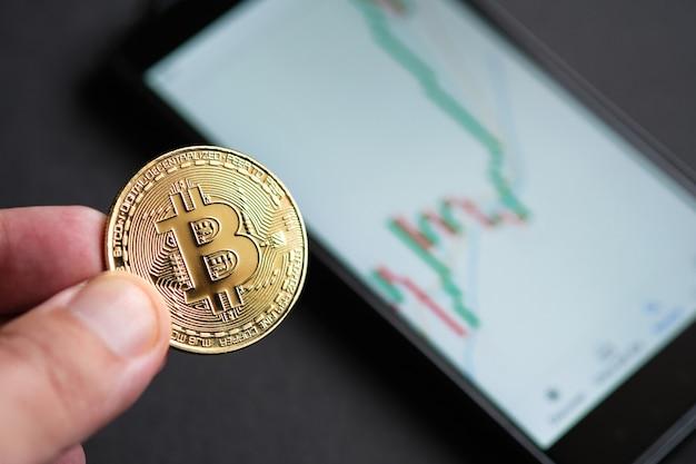 Bullenmarkt-trend. kryptowährung. bitcoin-aktienwachstum. das diagramm zeigt einen starken anstieg des bitcoin-preises. investitionen in virtuelle vermögenswerte. anlageplattform mit charts und bitcoin-münzen.