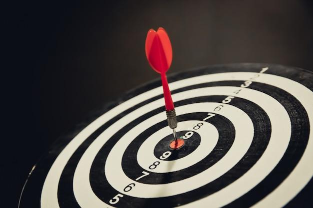 Bullseye ist ein ziel des geschäftsfokus und des gewinner-gewinner-konzepts.