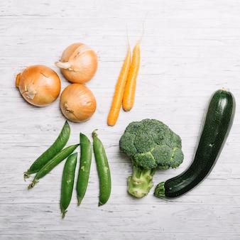 Bunch of orange und grünes gemüse