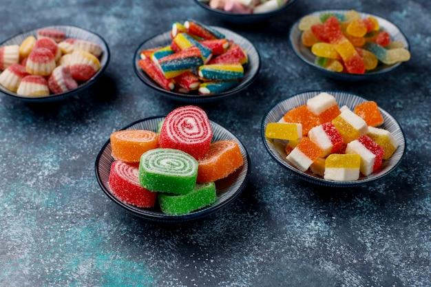 Bunte bonbons, gelee und marmelade, draufsicht