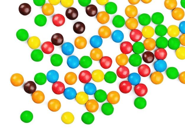 Bunte bonbons isoliert auf weißem hintergrund