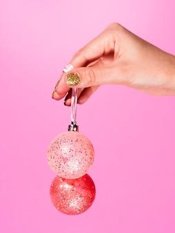 Bunte dekorationweihnachtskugeln