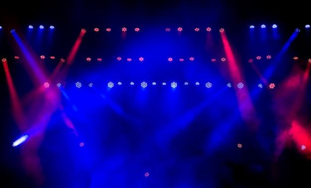 Bunte disco mit spezialeffekten und fantastischer lasershow