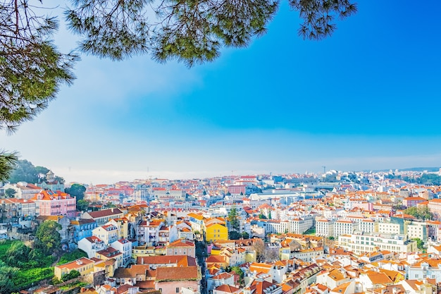 Bunte draufsicht auf lissabon, portugal.