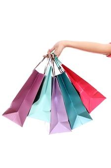 Bunte einkaufstaschen in der hand