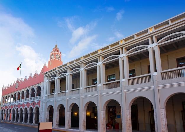 Bunte fassaden der merida-stadt yucatan mexiko