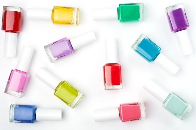 Bunte flaschen nagellack