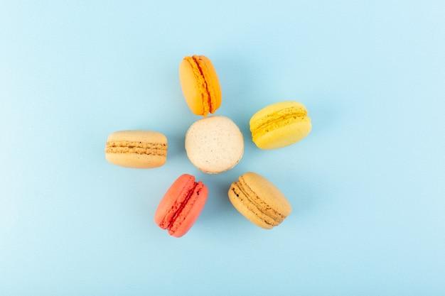 Bunte französische macarons der draufsicht