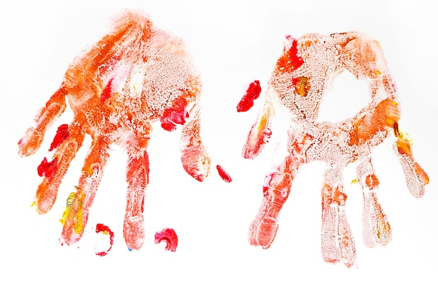 Bunte handabdrücke handgemalt von kindern auf weißem hintergrund